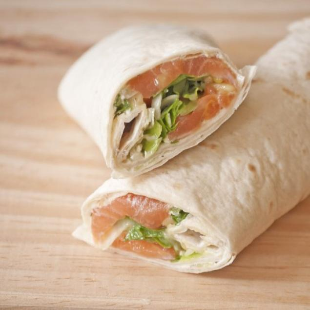 Smoked Salmon Wrap / Creme Cheese / Pickled Onion / Capers / Spinach