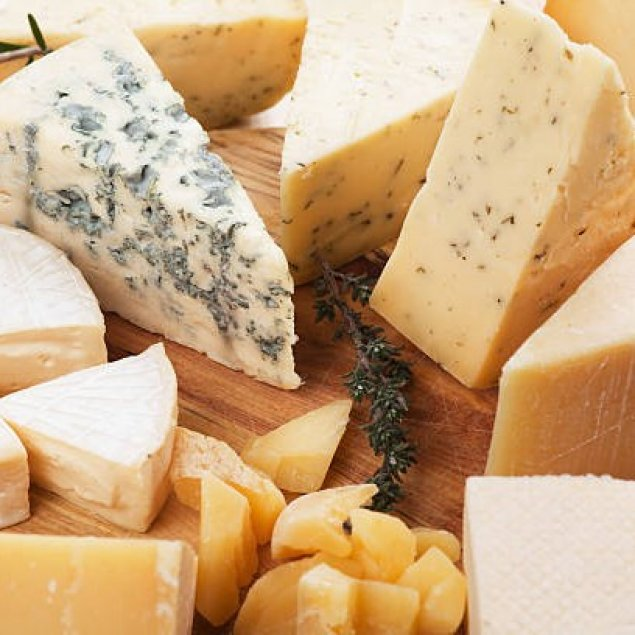 Cheese ~ Price Per Person - Enter Number Of Guests To Serve ~ Aged Cheddar / Wash Rind / Blue / Brie / Assorted Crackers / Grissini / Oat / Water / Dried Fruits / Nuts