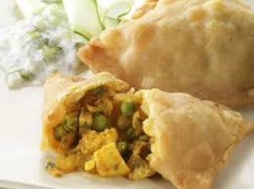 Baked Vegetarian Samosa / Minted Yoghurt Raita
